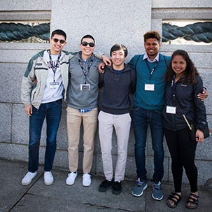 Students at WWII memorial in DC